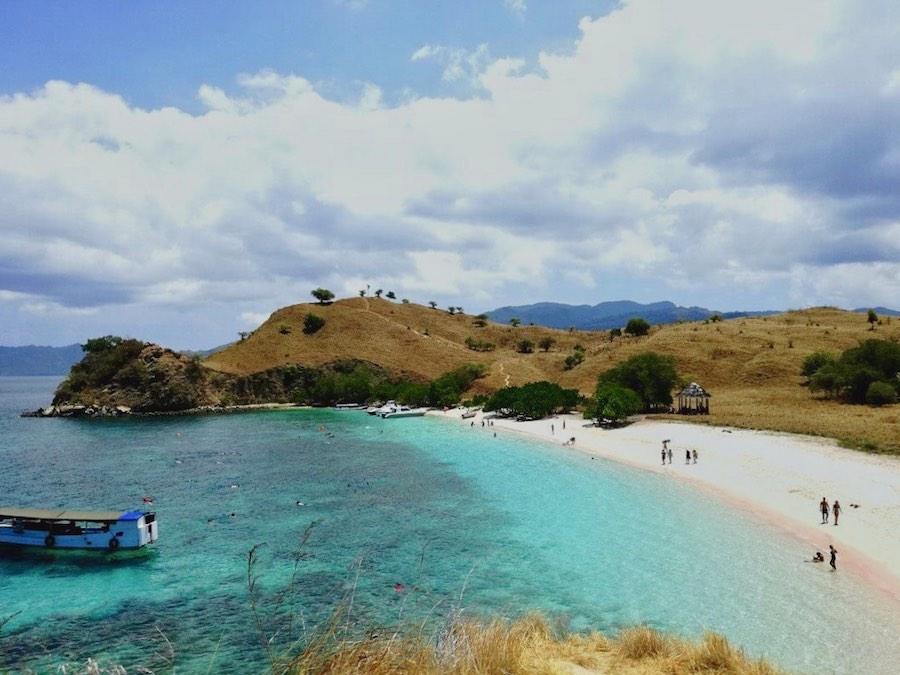 Komodo Pink beach scenery