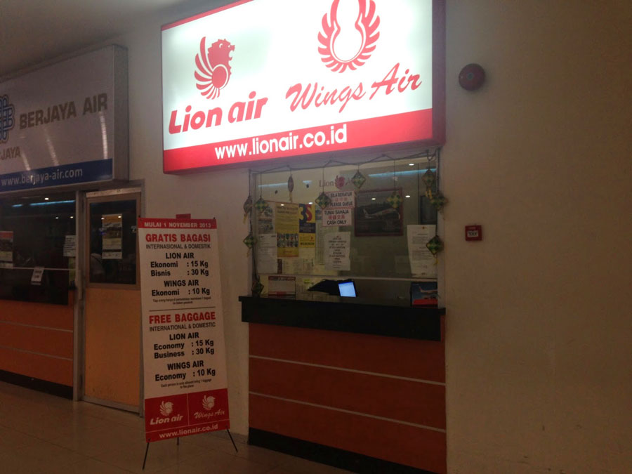 Lion Air customer service office Manado airport Sam Ratulangi