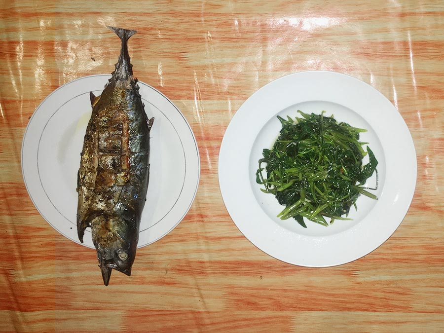 Raja Ampat homestay meal food dinner fresh fish