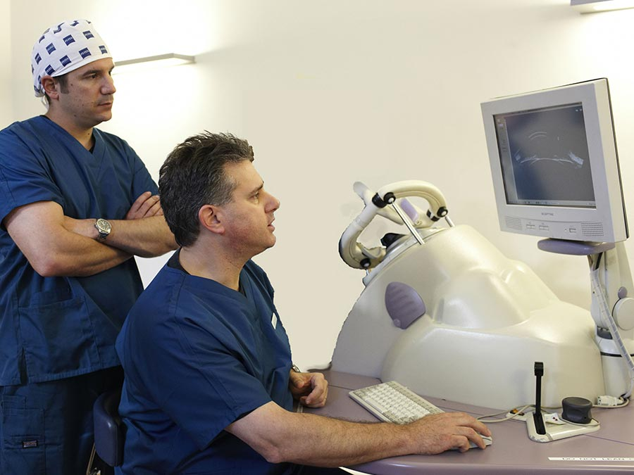 Laser eye surgeons in London