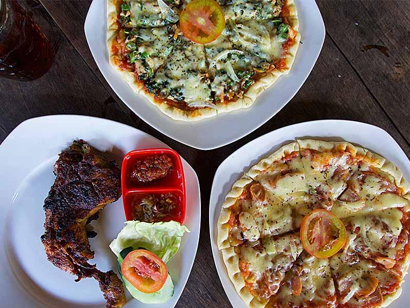 Ubud restaurant grilled chicken pizza