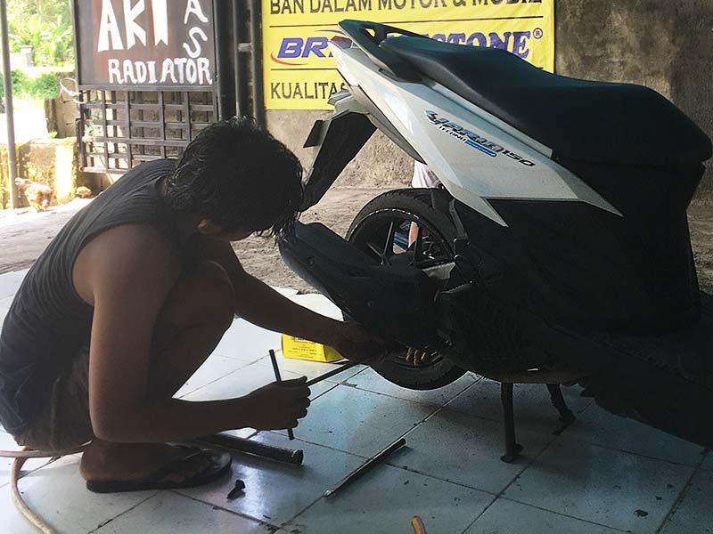 vario 150cc tyre repair